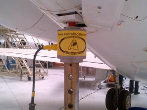 Jacking a hawker 800, jacking a hawker 800xp, aircraft weighing, airplane weighing, weighing an airplane, weighing a jet, weighing a hawker jet,
