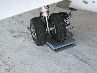Dual wheel application, weighing a dual wheel aircraft, weighing an aircraft, weighing an airplane, how to weigh an airplane, how to weigh an aircraft, how do you weigh an airplane, how do you weigh an aircraft